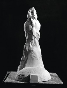 Trybun / Tribune 1977, gips / plaster, 83×40×64 cm