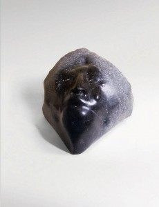 Twarz I / Face I z cyklu ?Twarze? / from the series Faces, 1983, granit / granite 30×35×40 cm